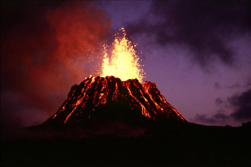 「ハワイ火山国立公園」 ハワイ島を作り出し、現在も進化が体感できる火山