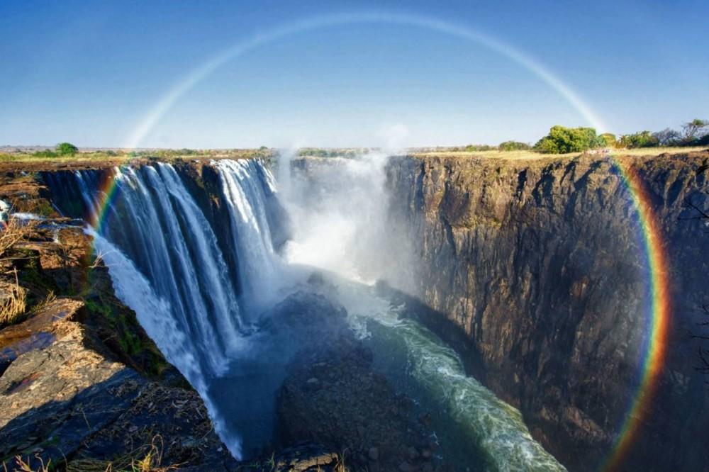 「ヴィクトリアの滝」 運がよければ夜に虹が見れる!世界三大瀑布の一つ